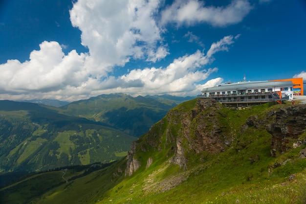 Bellissimo cottage sulla scogliera in un resort di montagna
