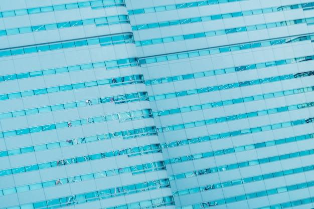 Bellissimo edificio esterno con trame di vetro finestra modello