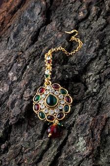 Bellissimo lusso tika. gioielli tradizionali indiani.