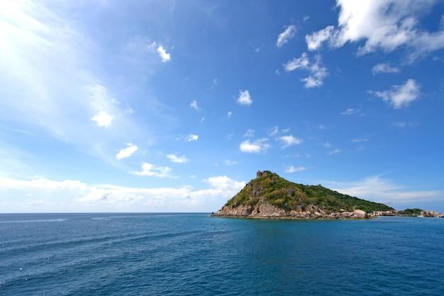 Bellissimo mare in un'isola tropicale