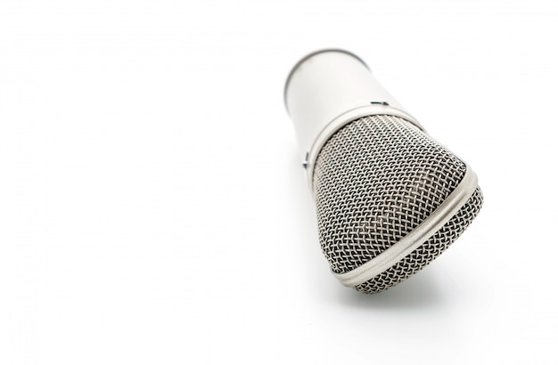 Bellissimo microfono su bianco