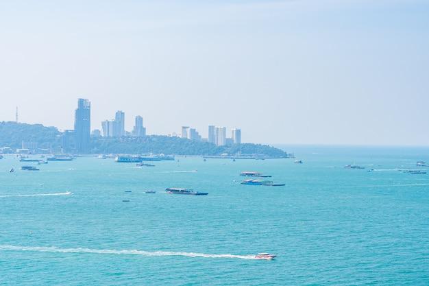 Bellissimo paesaggio all'aperto e vista sul mare
