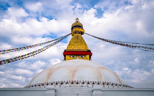 Bellissimo paesaggio bauddha stupa temple a kathmandu, nepal.