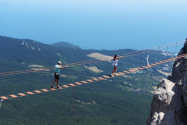 Bellissimo paesaggio visibile sulle montagne di ai pétri a yalta