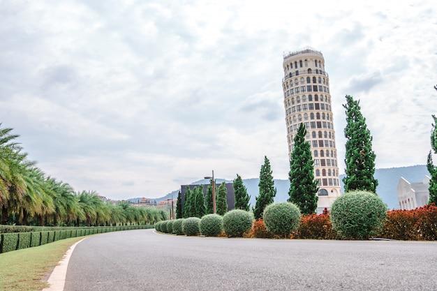 Bellissimo parcheggio per scape urbano lo stile italiano della valle toscana in khaoyai nakhon ratchasrima