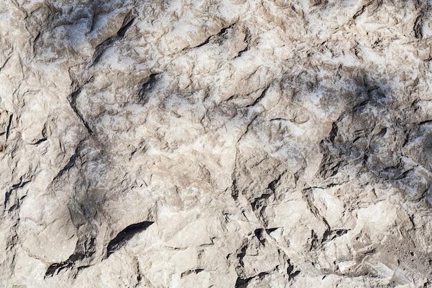 Bellissimo sfondo di un muro di cemento grigio con crepe