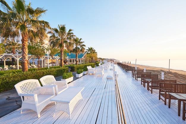 Bellissimo terrapieno per passeggiate e sport in amara dolce vita luxury hotel.
