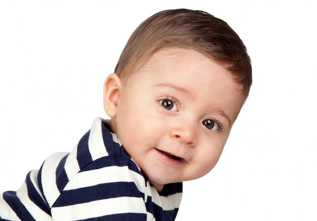 Bello bambino con gli occhi piacevoli isolato su priorità bassa bianca
