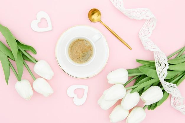 Bello concetto di festa della mamma con i tulipani
