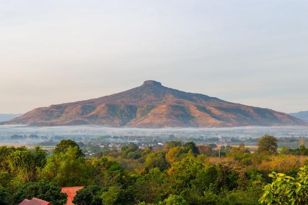 Bello paesaggio naturale per il rilassamento in phu luang, provincia di loei tailandia