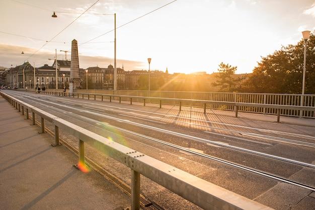 Bello ponte di berna al tramonto, svizzera