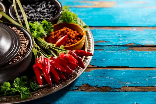 Bello, saporito, appetitoso, ingredienti, spezie, drogheria, rosso, peperoncino, nero, ciotole, cucinare, sano, cucina.
