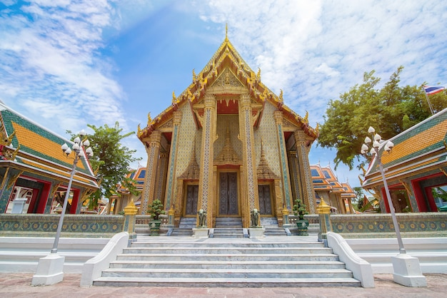Bello tempio tailandese wat rachabophit - bangkok, tailandia