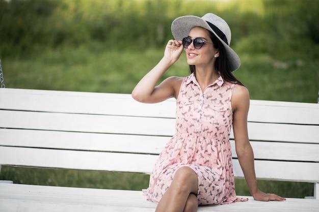 Bere bellezza sole occhiali da sole capelli bianchi