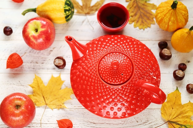 Bere il tè in autunno