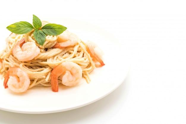 Besciamella con crema di spaghetti con gamberi
