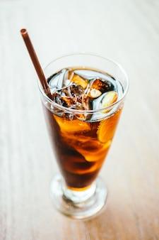 Bevanda cola ghiacciata in vetro