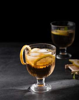 Bevanda del coke con il colpo dello studio del limone