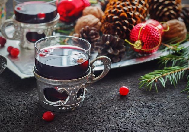 Bevanda del mirtillo rosso su natale, fuoco selettivo