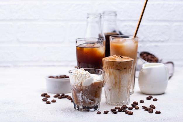 Bevanda di caffè freddo alla moda diversa