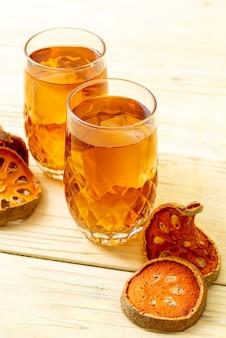 Bevanda di erbe alla frutta bael