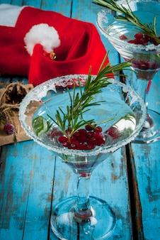 Bevanda di natale con mirtilli rossi e rosmarino