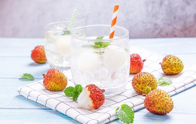 Bevanda estiva con succo di frutta fresca
