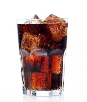 Bevanda fresca di cola in vetro