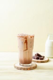 Bevanda milkshake al cioccolato ghiacciato