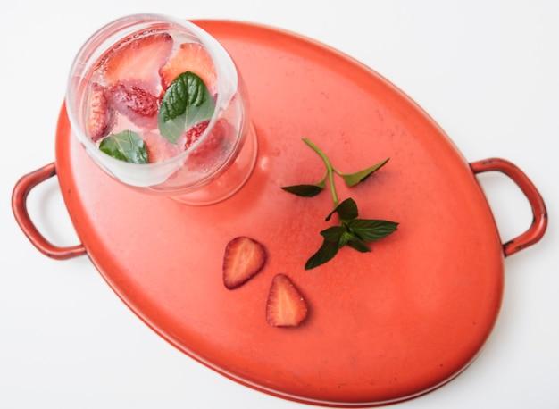 Bevanda rinfrescante con fragole