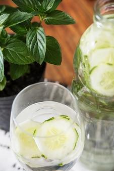 Bevanda rinfrescante con lime