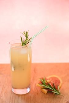 Bevanda rinfrescante con pompelmo
