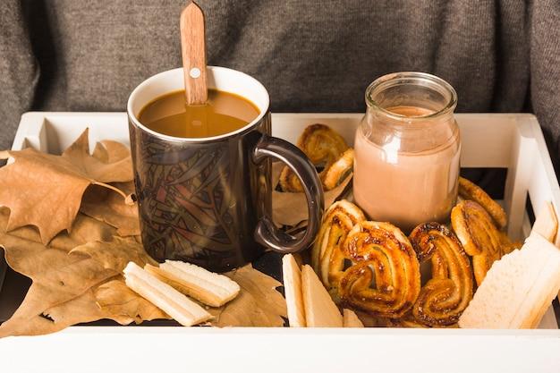 Bevande e prodotti da forno in scatola