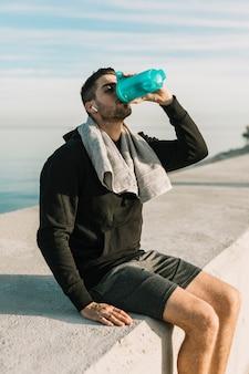 Bevendo acqua