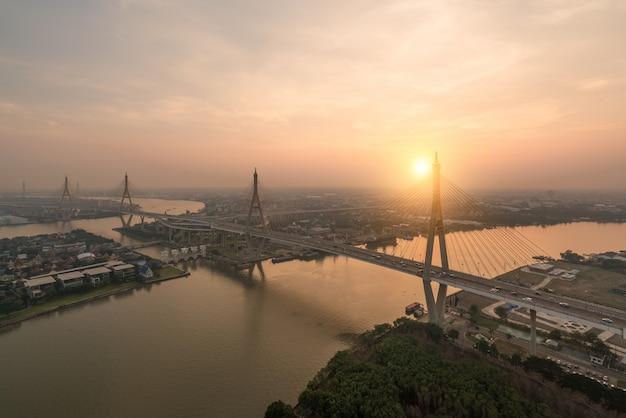 Bhumibol bridge, noto anche come industrial ring road bridge, fa parte del ri industriale
