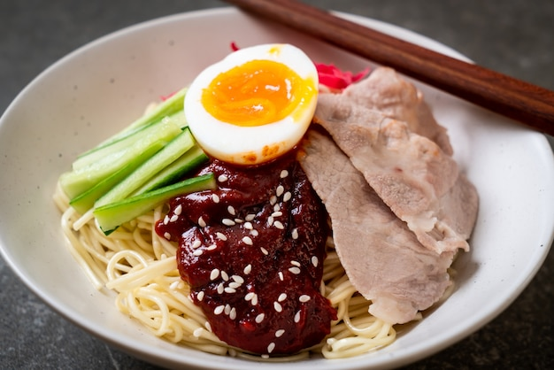Bibim naengmyeon: spaghetti freddi coreani