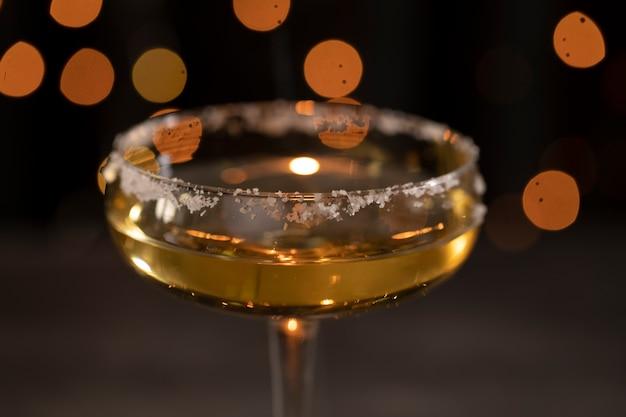 Bicchiere con champagne all'anniversario di capodanno