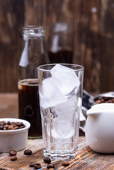 Bicchiere con ghiaccio per caffè freddo