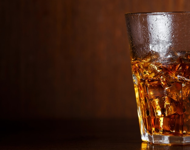 Bicchiere con whisky
