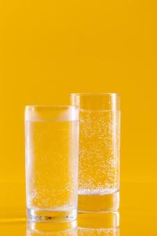 Bicchiere d'acqua. uno stile di vita sano