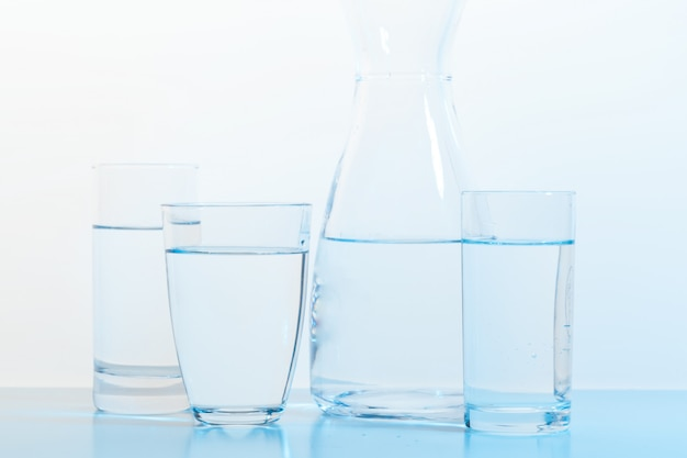 Bicchiere da acqua e brocca