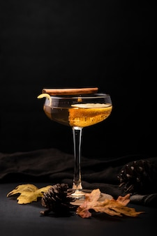 Bicchiere di bevanda rinfrescante copia spazio