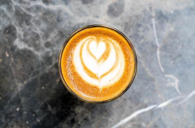 Bicchiere di caffè caldo