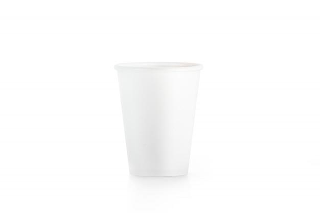 Bicchiere di carta usa e getta bianco vuoto isolato