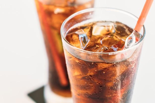 Bicchiere di cola di ghiaccio