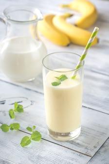 Bicchiere di frullato di banana