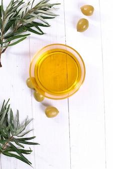 Bicchiere di olio d'oliva
