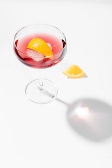Bicchiere di spazio alcolico copia cocktail