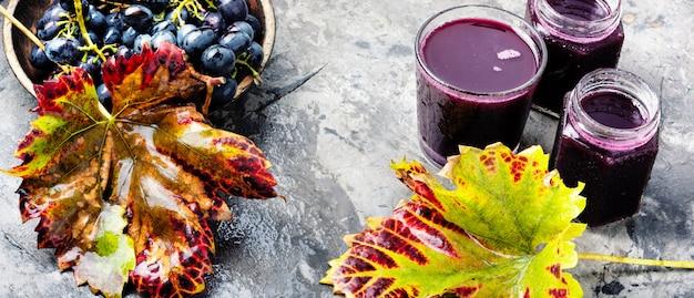Bicchiere di succo d'uva