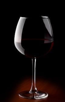 Bicchiere di vino con vino rosso